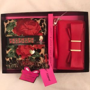 Betsey Johnson wallet clutch & scarf gift set NWT